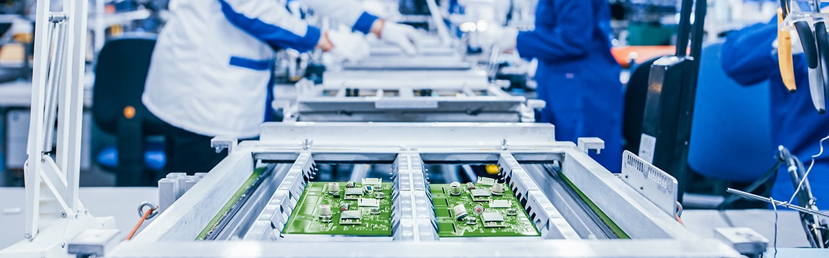 cleanliness-testing-methods-lab-technicians-inspecting-printed-circuit-boards-pcb-electronics-ebook
